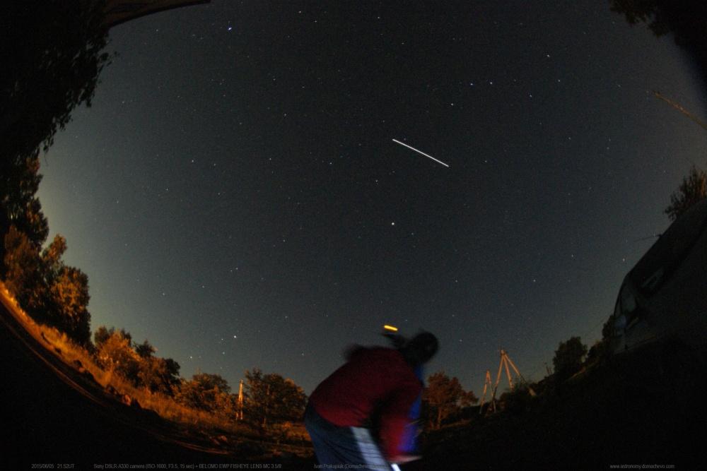 Как выглядит спутник с земли ночью фото